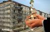 Жители разных городов России в массовом порядке отказываются платить за капремонт.