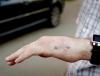 Москвич вживил в руку чип от транспортной карты