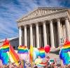 В США официально разрешили однополые браки во всех штатах. Это новшество они обещают внедрить по всему миру